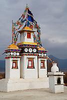 Chine. Province du Yunnan. Chorten boudhiste dans les environs de Lijiang. // China. Yunnan province. Bouddhist chorten around Lijiang.