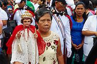 Philippines, ile de Panay, ville de Kalibo, festival de Ati Atihan, procession du Saint Santo Nino. // Philippines, Panay island, Kalibo city, Ati Atihan festival, procession with santo Nino.