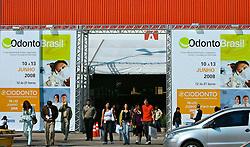 Movimento do público no segundo dia da HOSPITALAR 2008 - 15ª Feira Internacional de Produtos, Equipamentos, Serviços e Tecnologia para Hospitais, Laboratórios, Clínicas e Consultórios, que acontece de 10 a 13 de junho de 2008, no Expo Center Norte, em São Paulo. FOTO: Jefferson Bernardes/Preview.com