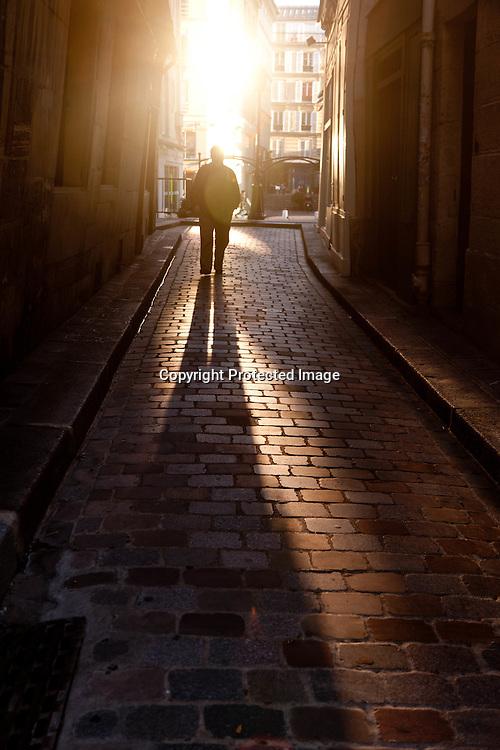 rue Cloche perce , people shadow in the street,  le marais, paris /// ombres des passants dans le marais, rue Cloche perce