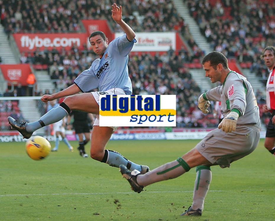 Photo: Lee Earle.<br /> Southampton v Hull City. Coca Cola Championship. 04/11/2006.  Hull's Damien Delaney  (L) tries to block Saints' keeper Kelvin Davis.