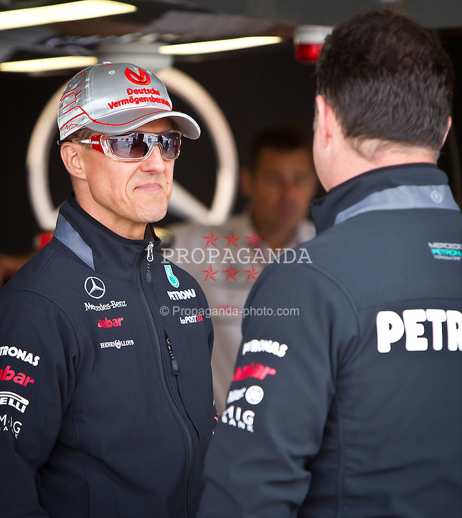 07.07.2011, Silverstone Circuit, Silverstone, GBR, F1, Großer Preis von Großbritannien, Silverstone, im Bild Michael Schumacher (GER), Mercedes GP Petronas F1 Team im Gespräch mit einem Ingenieur // during the Formula One Championships 2011 British Grand Prix held at the Silverstone Circuit, Northamptonshire, United Kingdom, 2011-07-07, EXPA Pictures © 2011, PhotoCredit: EXPA/ J. Feichter