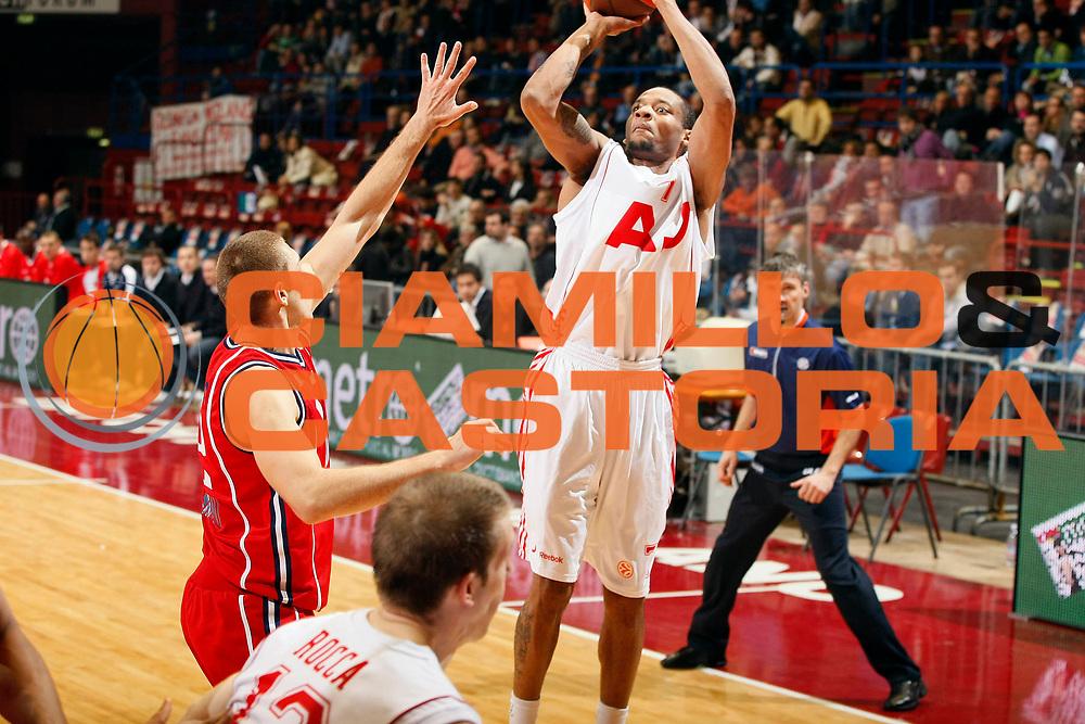 DESCRIZIONE : Milano Eurolega 2008-09 Armani Jeans Milano Panionios On Telecoms<br /> GIOCATORE : Mike Hall<br /> SQUADRA : Armani Jeans Milano<br /> EVENTO : Eurolega 2008-2009<br /> GARA : Armani Jeans Milano Panionios On Telecoms<br /> DATA : 27/11/2008 <br /> CATEGORIA : Tiro Three Points<br /> SPORT : Pallacanestro <br /> AUTORE : Agenzia Ciamillo-Castoria/G.Cottini<br /> Galleria : Eurolega 2008-2009 <br /> Fotonotizia : Milano Eurolega Euroleague 2008-09 Armani Jeans Milano Panionios On Telecoms<br /> Predefinita :