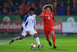 CARDIFF, WALES - Tuesday, November 14, 2017: Wales' Ethan Ampadu and Panama's Luis Ovalle during the international friendly match between Wales and Panama at the Cardiff City Stadium. (Pic by David Rawcliffe/Propaganda)