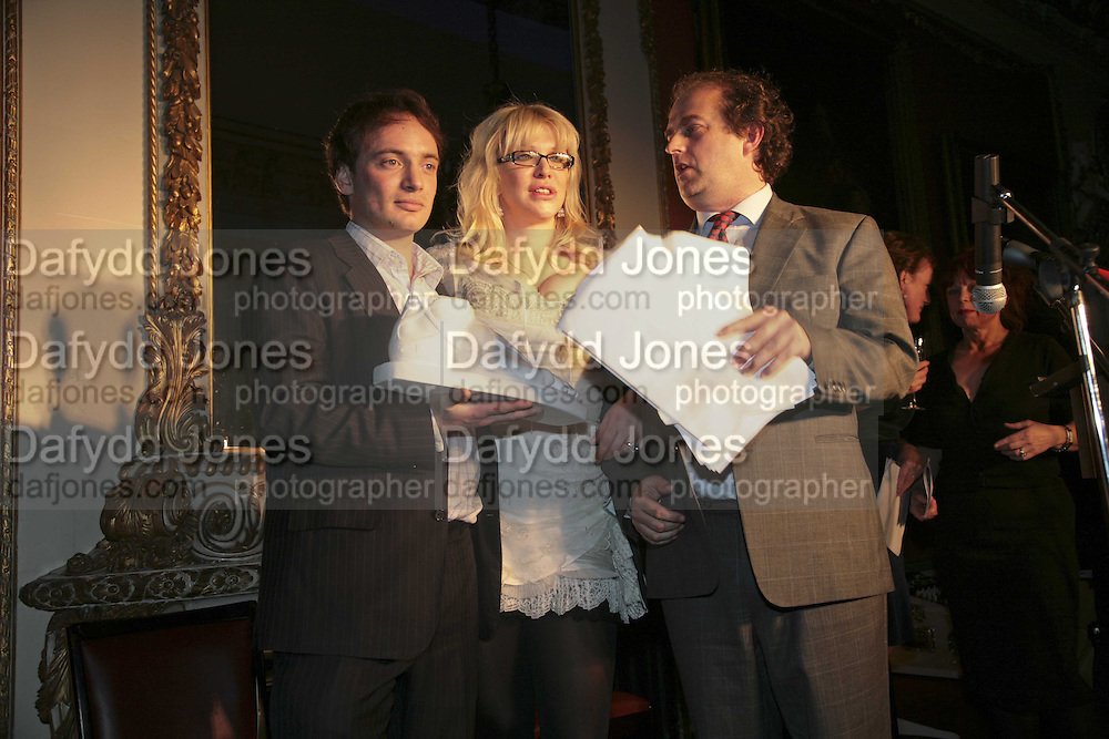 THE WINNER OF THE PRIZE: IAIN HOLLINGSHEAD (FOR PASSAGES IN  HIS BOOK TWENTY SOMETHING) COURTNEY LOVE AND ALEXANDER WAUGH. Literary Review's Bad Sex In Fiction Prize.  In &amp; Out Club (The Naval &amp; Military Club), 4 St James's Square, London, SW1, 29 November 2006. <br />Ceremony honouring author who writes about sex in a 'redundant, perfunctory, unconvincing and embarrassing way'. ONE TIME USE ONLY - DO NOT ARCHIVE  &copy; Copyright Photograph by Dafydd Jones 248 CLAPHAM PARK RD. LONDON SW90PZ.  Tel 020 7733 0108 www.dafjones.com