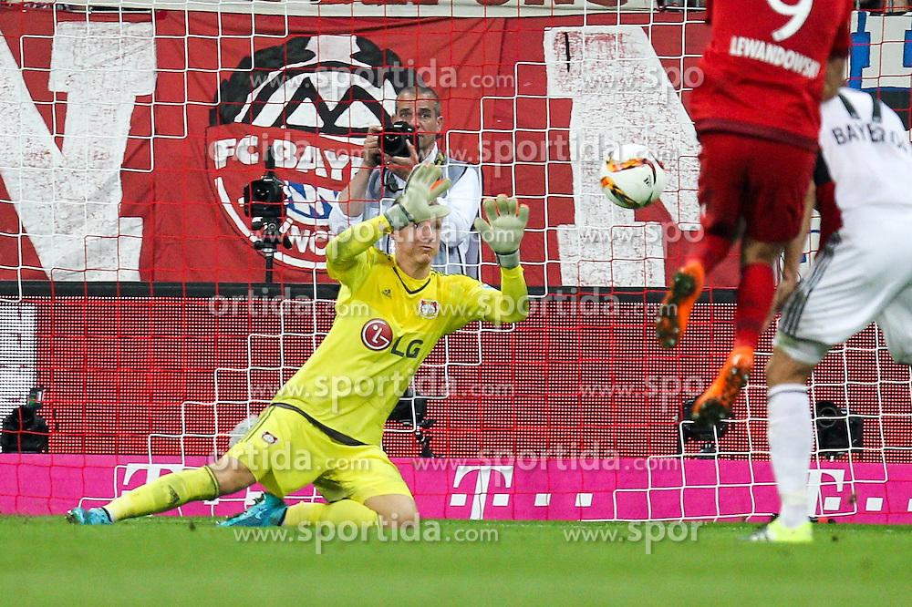 29.08.2015, Allianz Arena, Muenchen, GER, 1. FBL, FC Bayern Muenchen vs Bayer 04 Leverkusen, 3. Runde, im Bild Torwartaktion von Bernd Leno #1 (Bayer 04 Leverkusen) // during the German Bundesliga 3rd round match between FC Bayern Munich and Bayer 04 Leverkusen at the Allianz Arena in Muenchen, Germany on 2015/08/29. EXPA Pictures &copy; 2015, PhotoCredit: EXPA/ Eibner-Pressefoto/ Kolbert<br /> <br /> *****ATTENTION - OUT of GER*****