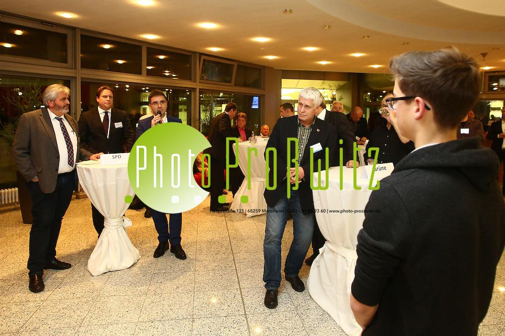 Mannheim. 01.12.15 Mannheimer Morgen Foyer. Politisches Gespr&auml;ch mit den Kandidaten zur Landtagswahl 2016, Sch&uuml;lern und Lesern der Tageszeitung Mannheimer Morgen.<br /> - SPD. Gerhard Kleinb&ouml;ck, Dr. Boris Weirauch, Dr. Stefan Fulst-Blei, befragt von Sch&uuml;ler Joel Stoiber<br /> <br /> Bild: Markus Prosswitz 01DEC15 / masterpress (Bild ist honorarpflichtig - No Model Release!)