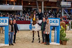 SE S04_DKB_ANDERSEN Lars Bak (DEN), 3Q Qalisya, ROTHE Sara (Deutsche Kreditbank AG)<br /> Neustadt-Dosse - 20. CSI Neustadt-Dosse 2020<br /> Siegerehrung<br /> Preis der Deutschen Kreditbank AG<br /> Large Tour<br /> Int. Springprüfung mit 2 Umläufen<br /> 11.Januar 2020<br /> © www.sportfotos-lafrentz.de/Stefan Lafrentz