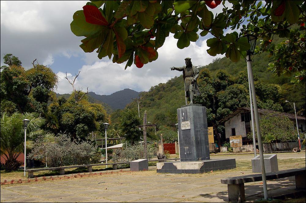 REPORTAJE DEL ESTADO SUCRE<br /> Monumento a Cristobal Colon<br /> Macuro, Estado Sucre - Venezuela 2007<br /> Photography by Aaron Sosa<br /> (Copyright &copy; Aaron Sosa)