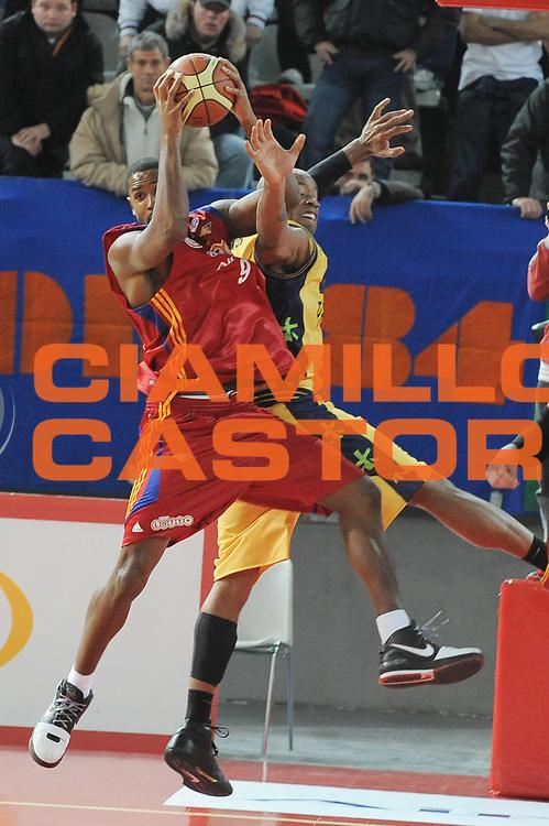 DESCRIZIONE : Roma Lega A1 2008-09 Lottomatica Virtus Roma Premiata Montegranaro<br /> GIOCATORE : Andre Hutson<br /> SQUADRA : Lottomatica Virtus Roma <br /> EVENTO : Campionato Lega A1 2008-2009<br /> GARA : Lottomatica Virtus Roma Premiata Montegranaro<br /> DATA : 28/12/2008<br /> CATEGORIA : Rimbalzo<br /> SPORT : Pallacanestro <br /> AUTORE : Agenzia Ciamillo-Castoria/G.Ciamillo