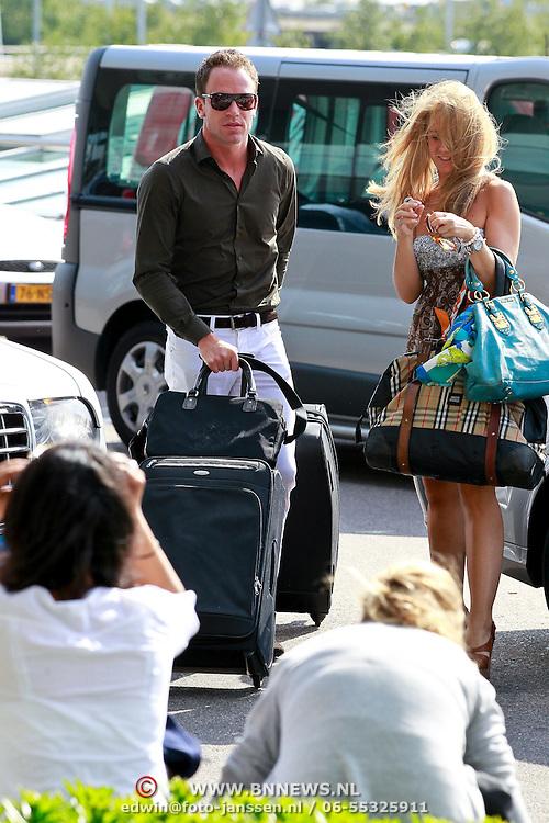 NLD/Schiphol/20110624 - Robert Doornbos met nieuwe partner styliste Chantal Bles voor een weekend naar Ibiza