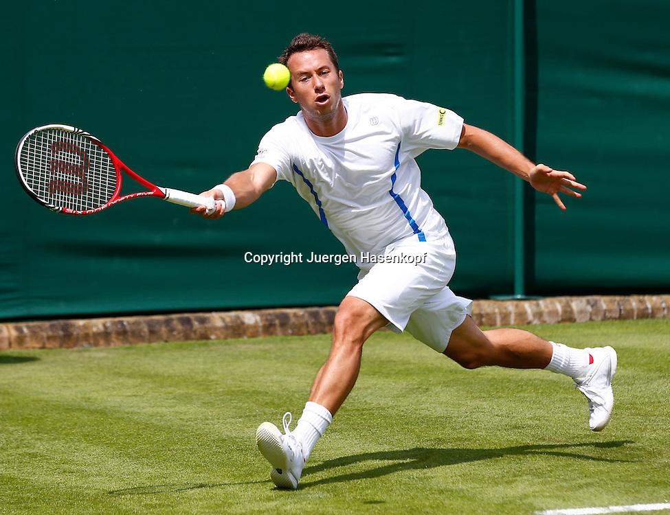 Wimbledon Championships 2013, AELTC,London,<br /> ITF Grand Slam Tennis Tournament,Philipp Kohlschreiber(GER),Aktion,Einzelbild,Ganzkoerper,Querformat,