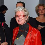 Opening uitgeverij Pimento, schrijfster Carry Slee en links partner Elles van den Berg