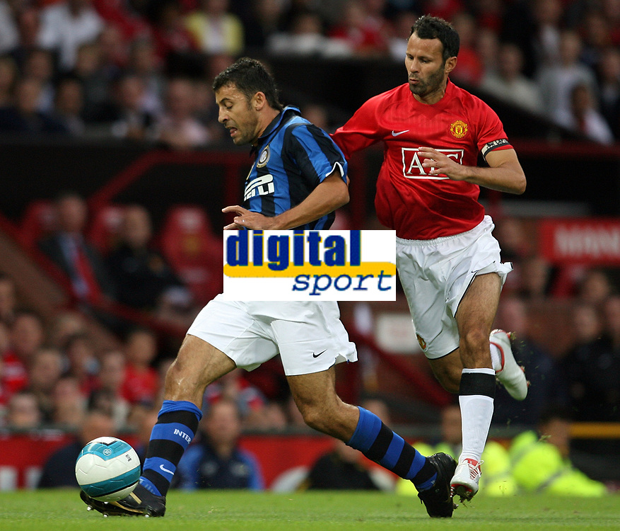 Photo: Paul Thomas.<br /> Manchester United v Inter Milan. Pre Season Friendly. 01/08/2007.<br /> <br /> Ryan Giggs (R) of Utd puts pressure on Walter Samuel.