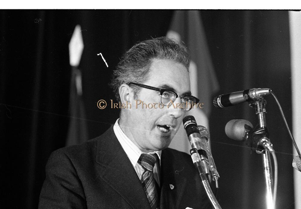 Sinn Fein Ard Fheis.      K63..1976..17.10.1976..10.17.1976..17th October 1976..The Sinn Fein (Kevin Street) Ard Fheis was held over the weekent of the 16th / 17th October at the Mansion House, Dawson Street, Dublin. Mr Ruairi O Bradaigh, President of Provisional Sinn Fein, gave the keynote speech..Mr Ruairi O'Bradaigh is pictured delivering his keynote speech at the Sinn Fein Ard Fheis in the Mansion House.