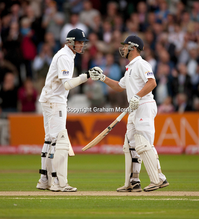 A double hundred partnership from Stuart Broad and Jonathan Trott (right) during the final npower Test Match between England and Pakistan at Lord's.  Photo: Graham Morris (Tel: +44(0)20 8969 4192 Email: sales@cricketpix.com) 27/08/10