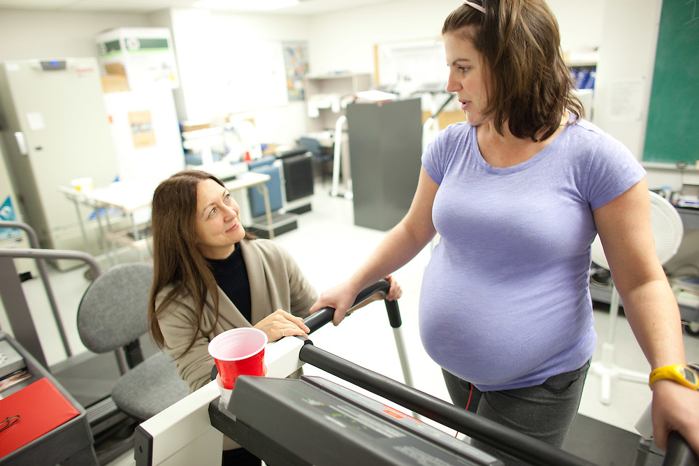 London, Ontario ---11-10-28--- Dr. Michelle Mottola talks with an expectant mom in the Exercise and Pregnancy Lab at the University of Western Ontario October 28, 2011.<br /> GEOFF ROBINS The Globe and Mail