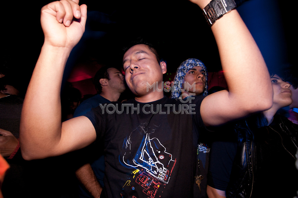 MALE CLUBBER LOST IN MUSIC ETES SHUT ARMS RAISED