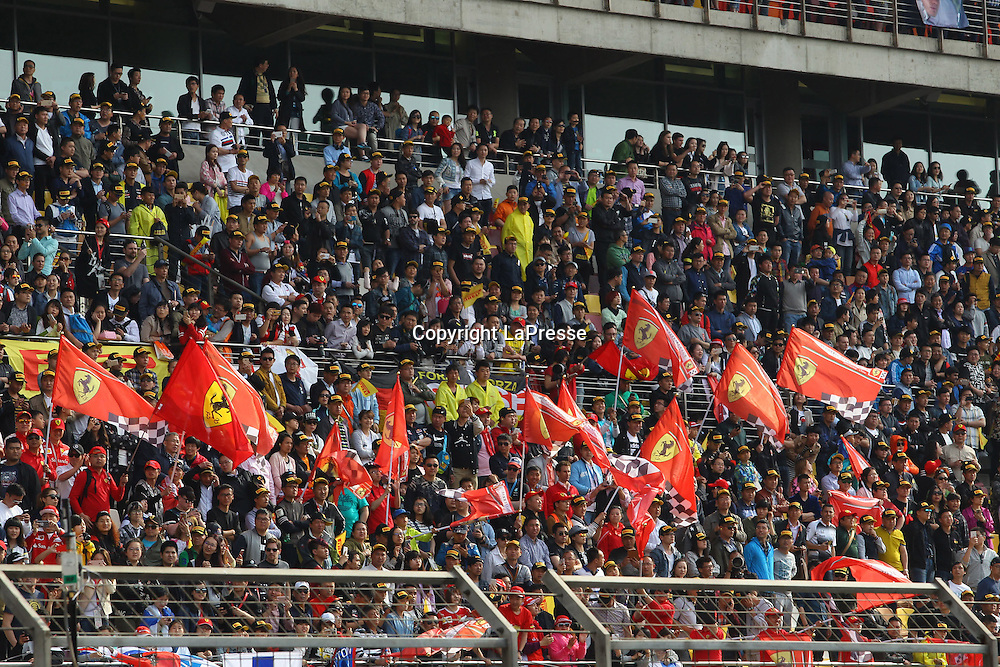 &copy; Photo4 / LaPresse<br /> 17/04/2016 Shanghai, China<br /> Sport <br /> Grand Prix Formula One China 2016<br /> In the pic: atmosphere; colore; Ferrari flags