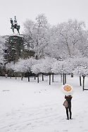 equestrian statue at the Hohenzollernbridge, woman with umbrella on Franken square, snow, winter, Cologne, Germany.<br /> <br /> Reiterdenkmal an der Hohenzollernbruecke, Frau mit Schirm auf dem Frankenplatz, Schnee, Winter, Koeln, Deutschland.