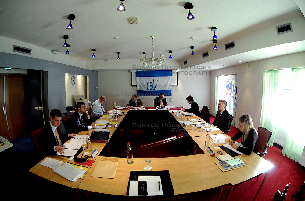 09-12-2006 VOLLEYBAL: CEV OP BEZOEK IN NEDERLAND: ROTTERDAM<br /> De board of Executive Committee CEV waren uitgenodigd door Rotterdam, Rotterdam Topsport en de NeVoBo voor de uitleg van O[peration Restore Confidence / Aleksandar Boricic,  Jan Hronek, Philip Berben, Andre Meyer, Riet Ooms,  Renato Arena en Banu Can<br /> ©2006-WWW.FOTOHOOGENDOORN.NL