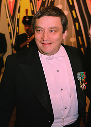 MR NORMAN ROSENTHAL leading figure at the Royal Academy of Art, at a dinner in London on 27th May 1998.MHX 98