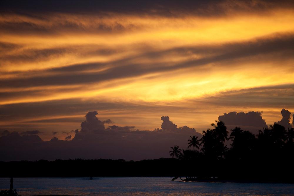 Cairu_BA, Brasil.<br /> <br /> Por do sol na ilha de Boipeba, distrito de Cairu, Bahia.<br /> <br /> The sunset in Boipeba island in Cairu, Bahia.<br /> <br /> Foto: MARCUS DESIMONI /  NITRO