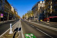 France, Paris (75), Boulevard du Montparnasse durant le confinement du Covid 19 // France, Paris, Montparnasse avenue during the confinement of Covid 19