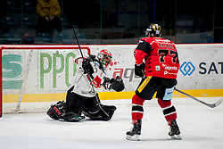30.10.2016, Ice Rink, Znojmo, CZE, EBEL, HC Orli Znojmo vs HC TWK Innsbruck Die Haie, 40. Runde, im Bild v.l. Andy Chiodo (HC TWK Innsbruck) Teddy Da Costa (HC Orli Znojmo) // during the Erste Bank Icehockey League 40th round match between HC Orli Znojmo and HC TWK Innsbruck Die Haie at the Ice Rink in Znojmo, Czech Republic on 2016/10/30. EXPA Pictures © 2017, PhotoCredit: EXPA/ Rostislav Pfeffer