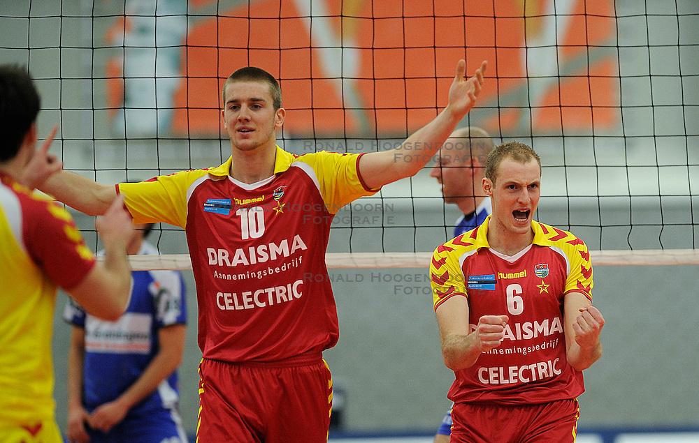 12-02-2011 VOLLEYBAL: AB GRONINGEN/LYCURGUS - DRAISMA DYNAMO: GRONINGEN<br /> In een bomvol Alfa-college Sportcentrum werd Dynamo met 3-2 (25-27, 23-25, 25-19, 25-23 en 16-14) verslagen door Lycurgus / Ewoud Gommans (#10) en Jasper Diefenbach (#6)<br /> ©2011-WWW.FOTOHOOGENDOORN.NL