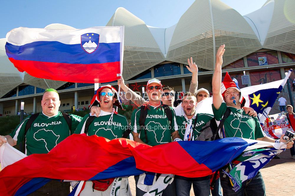 23.06.2010, Nelson Mandela Bay Stadium, Port Elizabeth, RSA, FIFA WM 2010, Slovenia (SLO) and England (ENG), im Bild Slovenia fans enjoy. EXPA Pictures © 2010, PhotoCredit: EXPA/ Sportida/ Vid Ponikvar