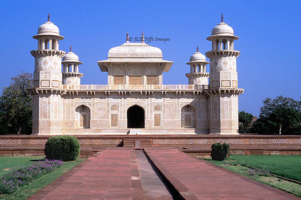 Itimad ud Daulah tomb, Agra, built 1622-28: approach from entrance gate