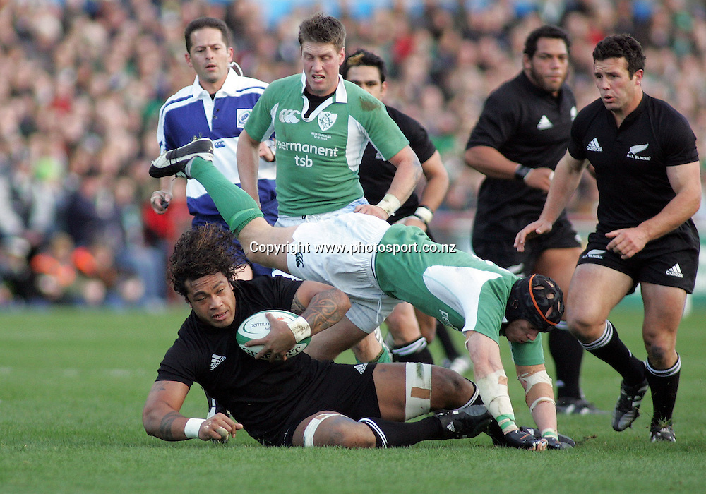 All Black Sione Lauaki in action during the test match vs Ireland at Landsdowne Road, Dublin, Saturday 12 November 2005. The All Blacks won the match 45-7.  Photo: Paul Thomas/Photosport.<br /><br /><br /><br /><br />139501
