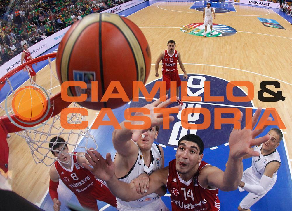 DESCRIZIONE : Vilnius Lithuania Lituania Eurobasket Men 2011 Second Round Germania Turchia Germany Turkey<br /> GIOCATORE : Jan Hendrik Jagia Enes Kanter<br /> CATEGORIA : rimbalzo special<br /> SQUADRA : Germania Turchia Germany Turkey<br /> EVENTO : Eurobasket Men 2011<br /> GARA : Germania Turchia Germany Turkey<br /> DATA : 09/09/2011<br /> SPORT : Pallacanestro <br /> AUTORE : Agenzia Ciamillo-Castoria/M.Metlas<br /> Galleria : Eurobasket Men 2011<br /> Fotonotizia : Vilnius Lithuania Lituania Eurobasket Men 2011 Second Round Germania Turchia Germany Turkey<br /> Predefinita :