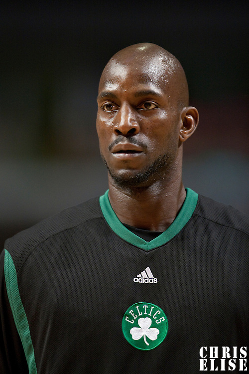 12 December 2009: Boston Celtics forward Kevin Garnett is seen warming up prior to the Boston Celtics 106-80 win over the Chicago Bulls at the United Center, in Chicago, Illinois, USA.