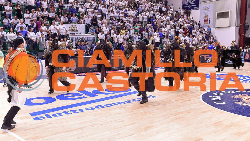 DESCRIZIONE : Campionato 2014/15 Serie A Beko Dinamo Banco di Sardegna Sassari - Grissin Bon Reggio Emilia Finale Playoff Gara4<br /> GIOCATORE : Mamuthones di Mamoiada<br /> CATEGORIA : Spettacolo Intervallo<br /> SQUADRA : Dinamo Banco di Sardegna Sassari<br /> EVENTO : LegaBasket Serie A Beko 2014/2015<br /> GARA : Dinamo Banco di Sardegna Sassari - Grissin Bon Reggio Emilia Finale Playoff Gara4<br /> DATA : 20/06/2015<br /> SPORT : Pallacanestro <br /> AUTORE : Agenzia Ciamillo-Castoria/GiulioCiamillo