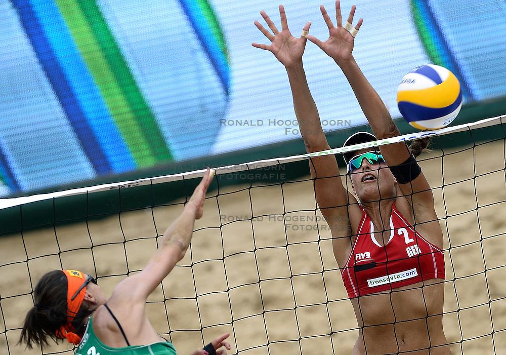 20-07-2014 NED: FIVB Grand Slam Beach Volleybal, Scheveningen<br /> Gold medal match / Taiana Lima (2) en Ilka Semmler (2) GER