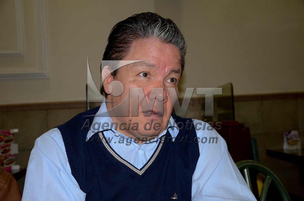 Toluca, México.- Domitilo Posadas Hernández, diputado federal por el PRD  en conferencia de prensa expreso que existen muchas interrogantes en el caso de Tlatlaya, el cual fue cerrado por la PGJEM y retomado por la Procuraduría General de la República,  y el Ejercitó debe limpiar su nombre. Agencia MVT / José Hernández