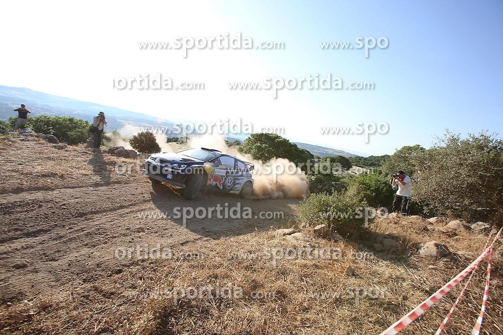 11.06.2015, Putifigari, Alghero, ITA, FIA, WRC, Rally Italia Sardegna 2015, im Bild Andreas Mikkelsen/Ola Floene (Volkswagen Motorsport II/Polo R WRC) // during the FIA WRC Rallye Italia Sardegna 2015 at Putifigari in Alghero, Italy on 2015/06/11. EXPA Pictures &copy; 2015, PhotoCredit: EXPA/ Eibner-Pressefoto/ Bermel<br /> <br /> *****ATTENTION - OUT of GER*****