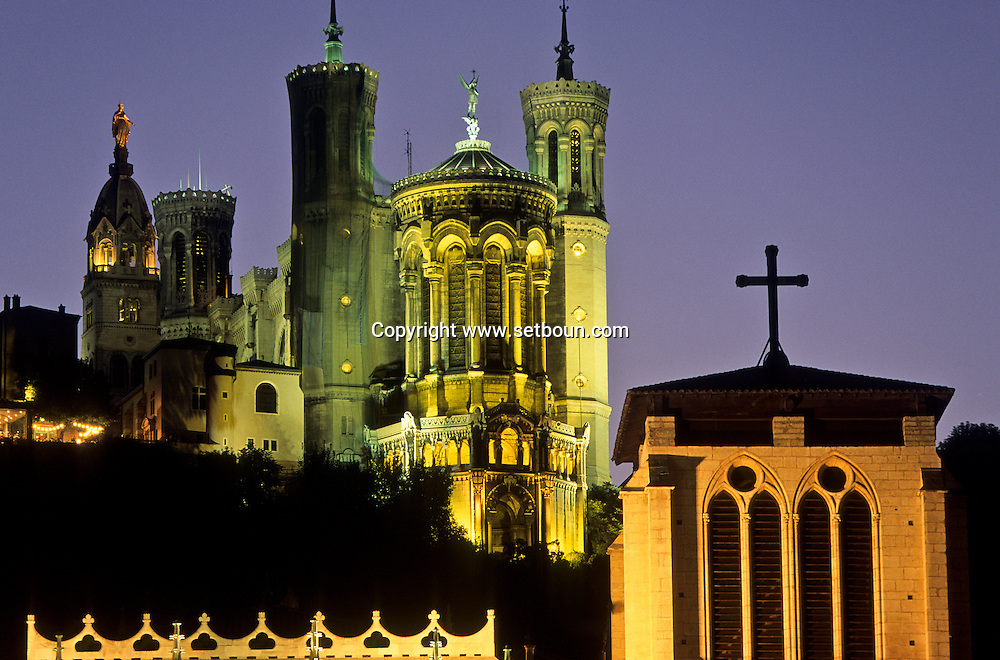 France. Lyon . The St. Jean Primatial and the basilica of Fourviere       la primatiale St Jean et la basilique de Fourvière      R00063 5    L930812b     P0000192
