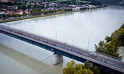 07.07.2019, Wels, AUT, Ö-Tour, Österreich Radrundfahrt, 1. Etappe, von Grieskirchen nach Freistadt (138,8 km), im Bild Peloton bei der Donaubrücke Aschach // during 1st stage from Grieskirchen to Freistadt (138,8 km) of the 2019 Tour of Austria. Wels, Austria on 2019/07/07. EXPA Pictures © 2019, PhotoCredit: EXPA/ JFK