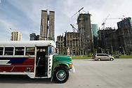Vista  del Corredor Sur en  la ciudad de Panama, edificada frente a la golfo de Panamá, actualmente cuenta con una construcción de grandes edificios modernos, corredores viales y  centros comerciales.  .Foto: Ramon Lepage / Istmophoto...