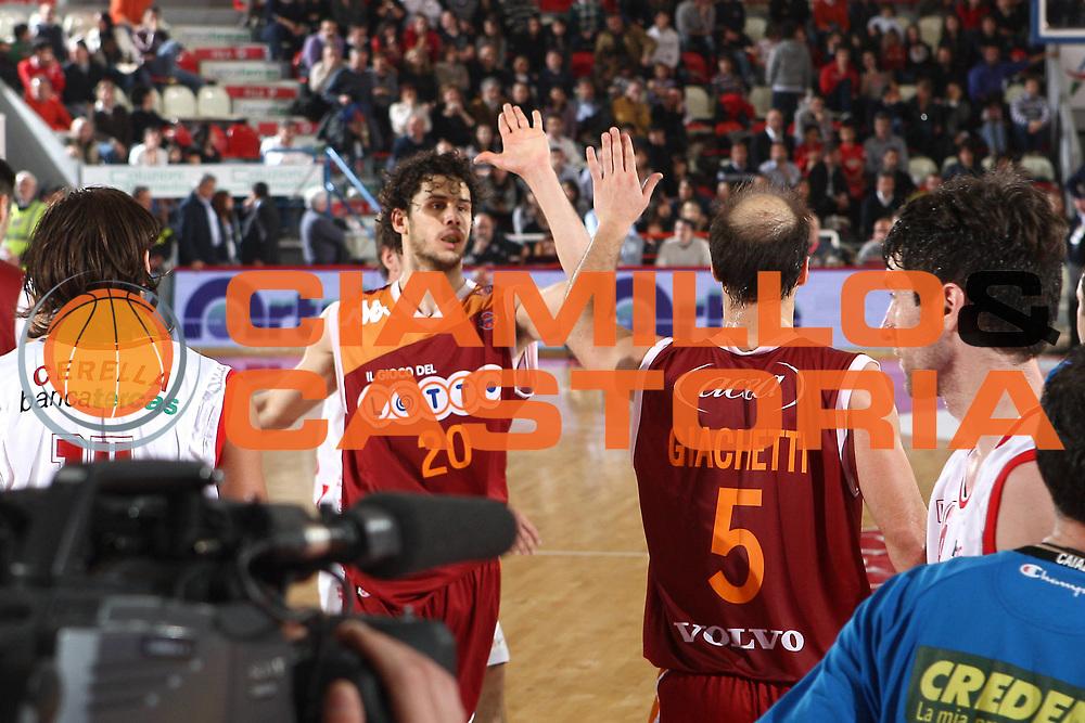 DESCRIZIONE : Teramo Lega A 2009-10 Bancatercas Teramo Lottomatica Virtus Roma<br /> GIOCATORE : Jacopo Giachetti Luca Vitali<br /> SQUADRA : Lottomatica Virtus Roma<br /> EVENTO : Campionato Lega A 2009-2010 <br /> GARA : Bancatercas Teramo Lottomatica Virtus Roma<br /> DATA : 11/04/2010<br /> CATEGORIA : esultanza<br /> SPORT : Pallacanestro <br /> AUTORE : Agenzia Ciamillo-Castoria/C.De Massis<br /> Galleria : Lega Basket A 2009-2010 <br /> Fotonotizia : Teramo Lega A 2009-10 Bancatercas Teramo Lottomatica Virtus Roma<br /> Predefinita :