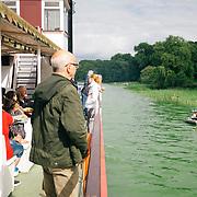 19.08.2017 Arendsee, Sachsen-Anhalt, Queen Arendsee.<br /> <br /> Auf dem &uuml;ber 500 Hektar gro&szlig;en Arendsee die Uferlinie entlang schippern, da ist man schon mal eine Stunde unterwegs. Die Schiffsg&auml;ste k&ouml;nnen die Ufergrundst&uuml;cke mit Steeg bewundern und umgekehrt ein Raddampfer-Imitat.<br /> <br /> &copy;Harald Krieg