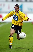 Fotball, 21. april 2002. Tippeligaen, Sogndal v  Start. Fosshaugane. Morten Larsen, Start.