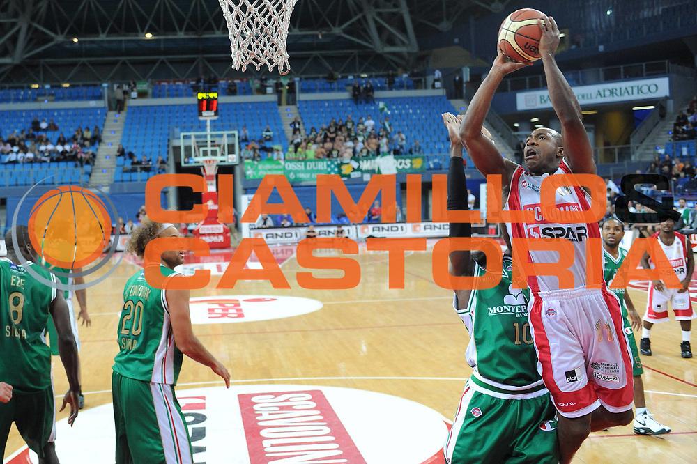 DESCRIZIONE : Pesaro Lega A 2009-10 Basket Scavolini Spar Pesaro Montepaschi Siena<br /> GIOCATORE : Michael Hicks<br /> SQUADRA : Scavolini Spar Pesaro<br /> EVENTO : Campionato Lega A 2009-2010 <br /> GARA : Scavolini Spar Pesaro Montepaschi Siena<br /> DATA : 18/10/2009<br /> CATEGORIA : tiro<br /> SPORT : Pallacanestro <br /> AUTORE : Agenzia Ciamillo-Castoria/M.Marchi