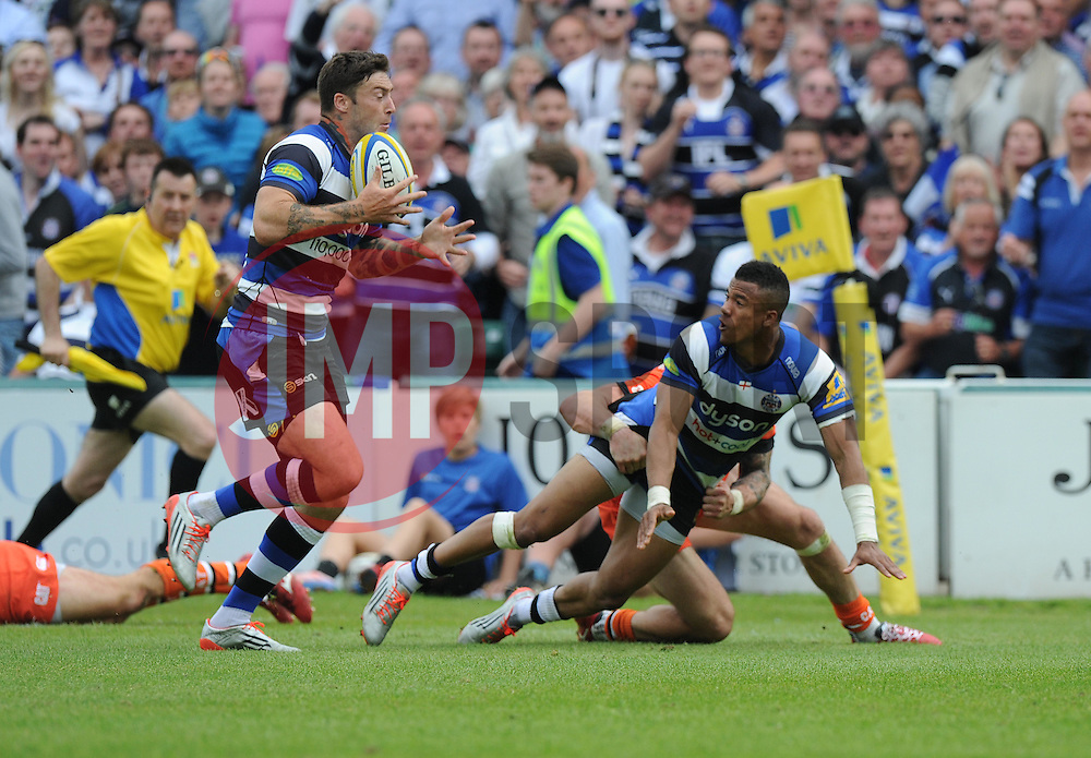 Bath Full Back Anthony Watson passes to Bath Winger Matt Banahan to run in for a try. - Photo mandatory by-line: Alex James/JMP - Mobile: 07966 386802 - 23/05/2015 - SPORT - Rugby - Bath - Recreation Ground - Bath v Leicester Tigers - Aviva Premiership Rugby semi-final