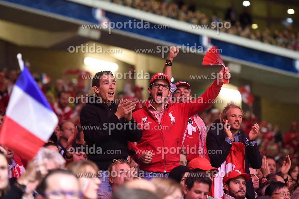 21.11.2014, Stade Pierre Mauroy, Lille, FRA, Davis Cup Finale, Frankreich vs Schweiz, im Bild Schweiz Fan jubelt // during the Davis Cup Final between France and Switzerland at the Stade Pierre Mauroy in Lille, France on 2014/11/21. EXPA Pictures &copy; 2014, PhotoCredit: EXPA/ Freshfocus/ Valeriano Di Domenico<br /> <br /> *****ATTENTION - for AUT, SLO, CRO, SRB, BIH, MAZ only*****
