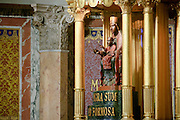 statua della Madonna nera del santuario di Tindari<br /> Black Madonna statue in Tindari sanctuary