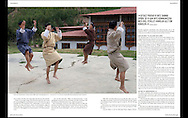 スエーデンの写真雑誌 &quot;Kamera &amp; bild&quot;<br /> クリスティーナ ショーグレンの特集記事<br /> <br /> 写真 <br /> 伝統的な踊りの練習をする学生 ブータンにて<br /> <br /> - Students are practicing traditional dance in Thimphu, Bhutan.